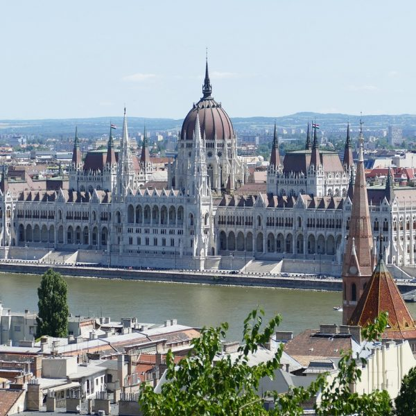 budapest-2500385_1280